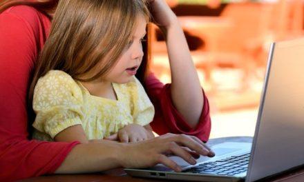 Jelige: 'Tudatos szülő vagyok a kütyüvilágban'