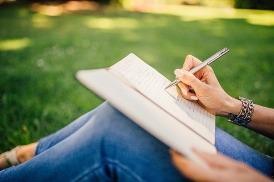 nő ír